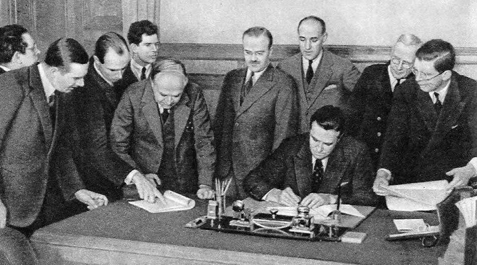 Сталин, трумэн и черчиль в перерыве между заседаниями на подсдамской конференции